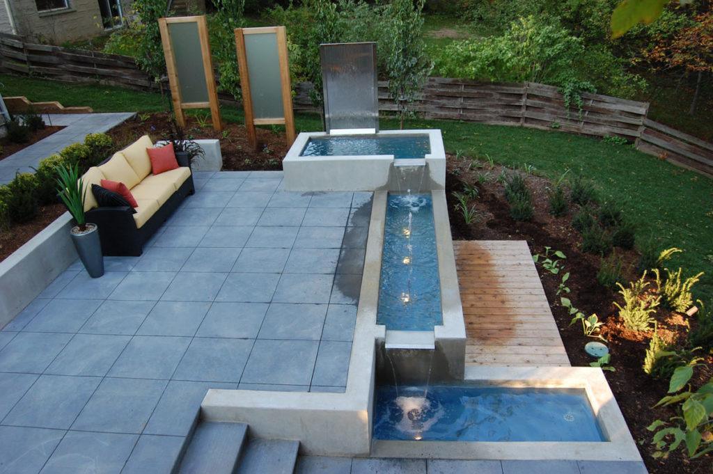 Водоем в саду стиля хай-тек