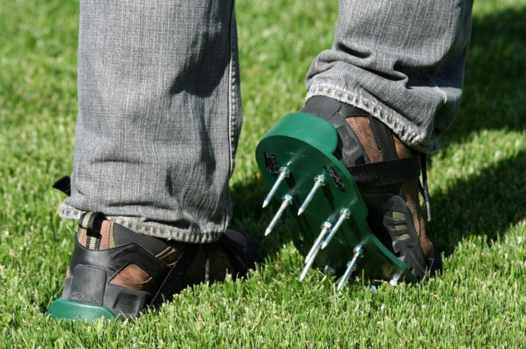 Насадки с шипами на обувь
