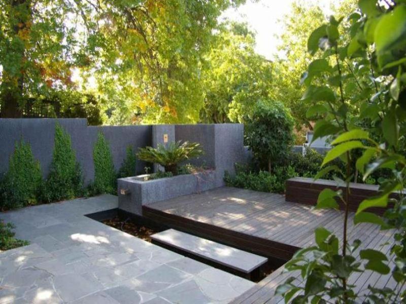 Умеренное зонирование минималистического сада
