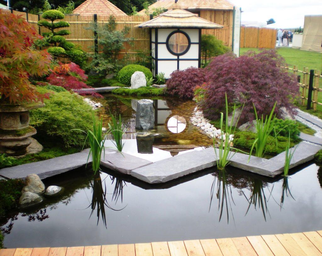 Спокойствие воды в японском саду