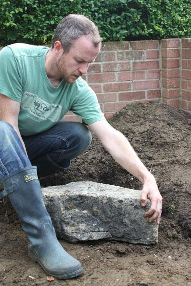 Шаг 3. Укладываем камни