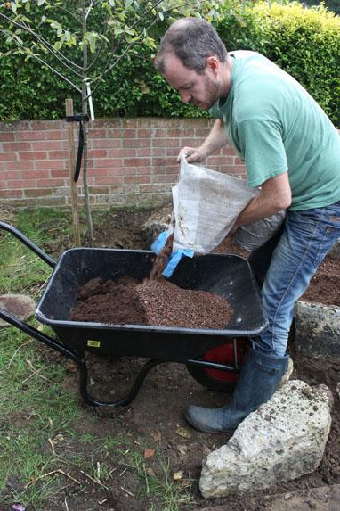 Шаг 5. Готовим почву, необходимую для выбранных растений
