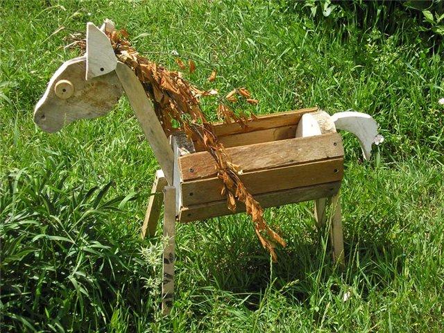 Садовая фигурка из дощечек