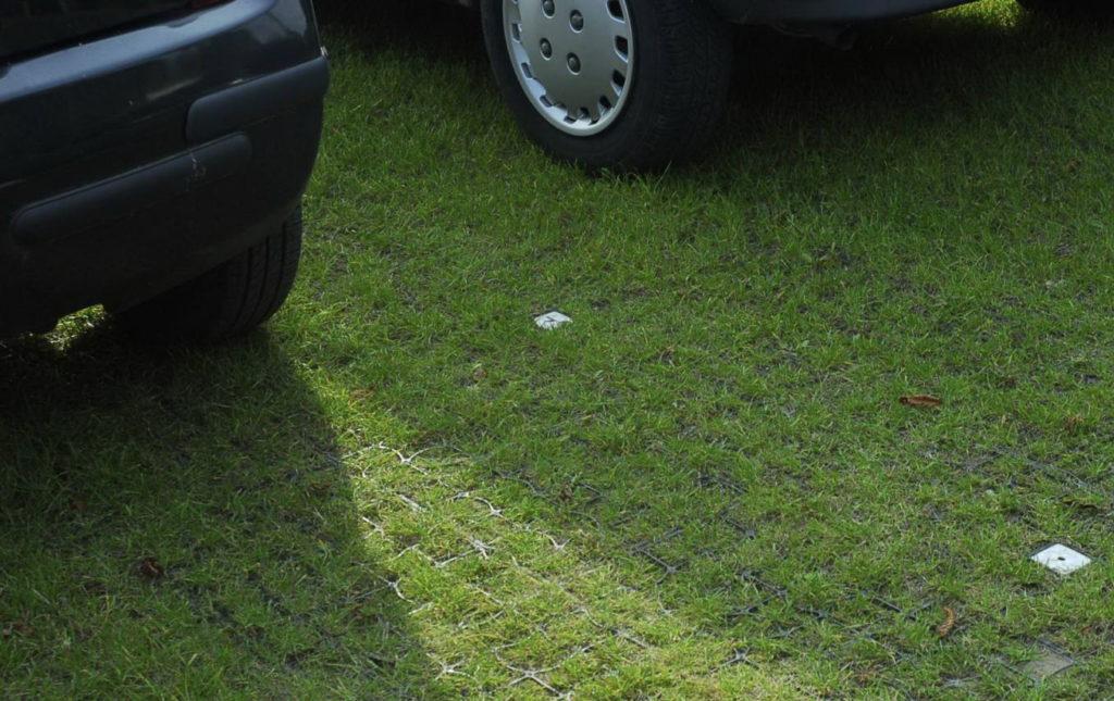 Пластиковая решетка для парковки