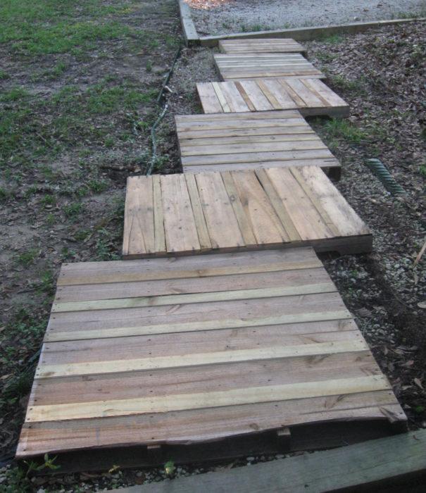 Дорожки из деревянных поддонов
