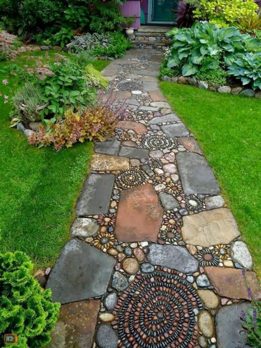 Садовая дорожка с красивым орнаментом